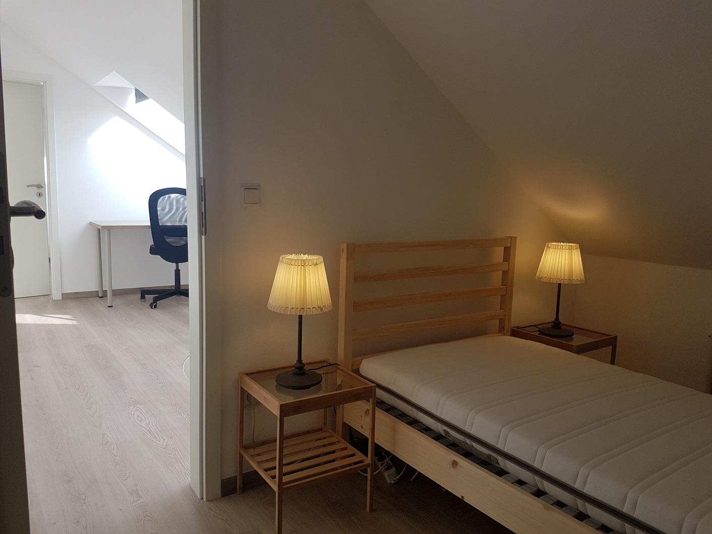 Chambre simple confortable bureau duplex moderne kirchberg