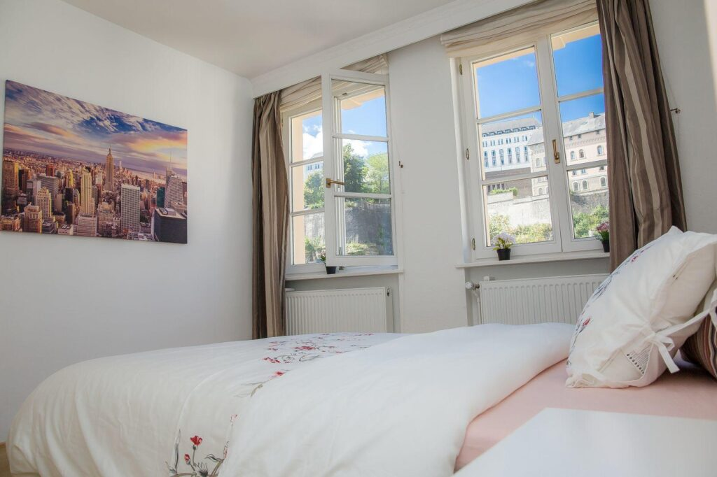 Furnished double bedroom (B) – brand new top location   Grund, 2, rue Munster - 'CAILLEBOTTE'-1